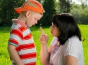 किस तरह अनजाने में आप तोड़ देते हैं बच्चे का आत्मविश्वास!