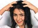 तेल लगाने के बाद आपकी ये भूल कर देती है बालों को डैमेज