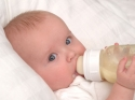 जब शिशु को हो जाए गैस तो करें ये उपाय