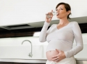 प्रेग्नेंसी में गर्म पानी पीना चाहिए?