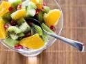 रात को फल खाते हैं तो ध्यान रखें ये बातें