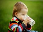 क्या आप भी अपने बच्चें को सोने से पहले पिलाती हैं दूध, जानें क्या होते हैं नुकसान