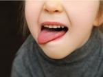 जानें क्यों तुतलाकर या हकलाकर बोलता है बच्चा, क्या है इसका इलाज