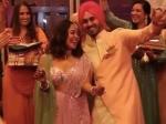 नेहा कक्कड़ ने रोका सेरेमनी में पहना इंडो वेस्टर्न आउटफिट, फेस्टिव सीजन में आप भी करें फॉलो