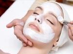 चेहरे पर ब्लीचिंग करते समय भूलकर भी न करें ये मिस्टेक्स, वर्ना हो सकती है एलर्जी