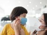 कोविड 19:  फैब्रिक मास्क या सर्जिकल मास्क ? जानें कब और कौन-सा मास्क पहनें