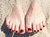 चेहरे से नहीं अब जानिये पैरों से झुर्रियां हटाने के असरदार उपाय