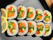 जानिये घर पर कैसे बनाएं vegetarian sushi!