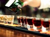 अगर शराब में मिक्स करके पीते हैं दूसरी ड्रिंक तो होंगे ये नुकसान