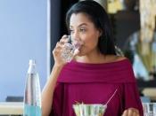 जानें, खाना खाने के तुरंत बात पानी क्यूं नहीं पीना चाहिये