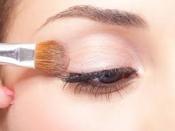 सेंसेटिव आंखों के मेकअप के लिए जानिए 10 बेहद आसान टिप्स