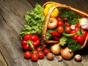 जहरीले होते है ये फल और सब्जी, इस तरह बचे पेस्टिसाइड्स भरे फूड से