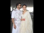 एयरपोर्ट पर ग्रेसफुल लुक में नज़र आई दीपिका रणवीर की जोड़ी