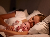 आपका बच्चा भी क्या रातभर जागता रहता है, तो इन ट्रिक्स को अपनाएं