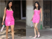 समर लुक के लिए परफेक्ट है जाह्नवी कपूर की बार्बी पिंक ड्रेस, कीमत जानकर चौंक जाएंगे आप!