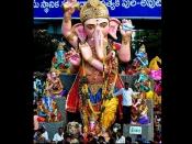 'गणपति बप्पा मोरया' के जयकारे में लिया जाता है भक्त का नाम