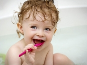दूधमुंहे बच्चों की दांतों की सफाई भी होती है जरुरी, वरना हो सकती है ये समस्या