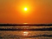 सर्दियों में धूप सेंकने की भी होती है लिमिट, जानें सनबाथ के फायदे