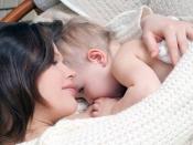 आखिर क्यों अधिकतर मांएं करवाती हैं 'ड्रीम फीडिंग'
