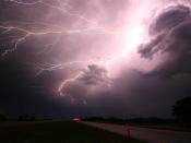 आसमान से क्यों गिरती है बिजली, जानें इससे बचने के सरल उपाय