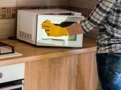 चुटकियों में ऐसे साफ करें माइक्रोवेब, जानें आसान से उपाय