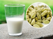अपने दूध के गिलास में मिलाएं 2 इलायची, रोजाना रात को करें सेवन, मिलेंगे ये शानदार फायदे!