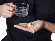 क्या आप भी चाय या जूस के साथ दवा लेते हैं, जानें नें यह आदत है कितनी नुकसानदायक