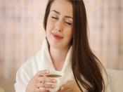 जवां और ग्लोइंग स्किन के लिए हर्बल चाय से करें दिन की शुरुआत