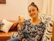 गर्मियो में ग्लोइंग स्किन के लिए रकुल प्रीत सिंह जौ के पानी का करती हैं सेवन