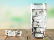 कोरोना में न पीएं बार-बार फ्रिज का ठंडा पानी, हो सकता है गले में संक्रमण