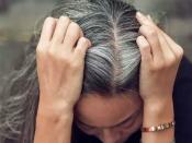 जानें कम उम्र में सफेद बाल होने का कारण, बालों को सफेद होने से बचाने के असरदार टिप्स