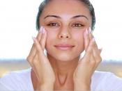फाइन लाइन्स कम करने के लिए करें चेहरे की मालिश, जानें फेस मसाज करने का तरीका