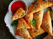मैगी और ब्रेड की मदद से बनाएं नूडल्स पफ
