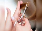पार्लर नहीं घर पर ही करें बालों को ट्रिम, यू शेप हेयरस्टाइल में दिखें अक्ट्रेटिव