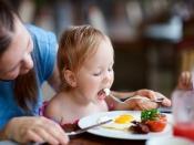 when can babies eat eggs : कितने साल के बाद के बच्चों को अंडे खिलाना शुरु कर देता है,