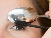 Makeup Hacks: चम्मच की मदद से लगाएं मस्कारा और हटाएं आंखों की सूजन- जानें स्पून ब्यूटी हैक्स