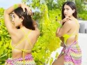 सारा अली खान ने नियॉन बिकिनी में फ्लॉन्ट किया सुपर बोल्ड फिगर, देखेंफोटो