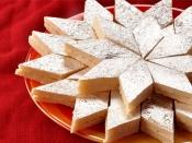 स्वीट लवर्स नवरात्रि के दिनों में बना सकते हैं काजू कतली की यह क्विक और ईजी रेसिपी