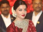 karwa chauth Makeup: करवा चौथ पर इस तरह करें खूबसूरत मेकअप, इन बातों का रखें ध्यान