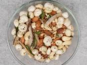 नवरात्रि व्रत में कुछ अच्छा खाने की होती है क्रेविंग्स तो बनाएं मखाना ड्राई फ्रूट्स नमकीन