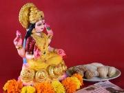 दिवाली में भूलकर भी न गिफ्ट करें लक्ष्मी जी की मूर्ति