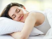 तनाव और झुर्रियों को कम करने का तरीका है 'क्लीन स्लीपिंग'