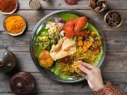 बांये हाथ से क्यों खाना नहीं खाना चाहिए, जानिए इसकी वजह