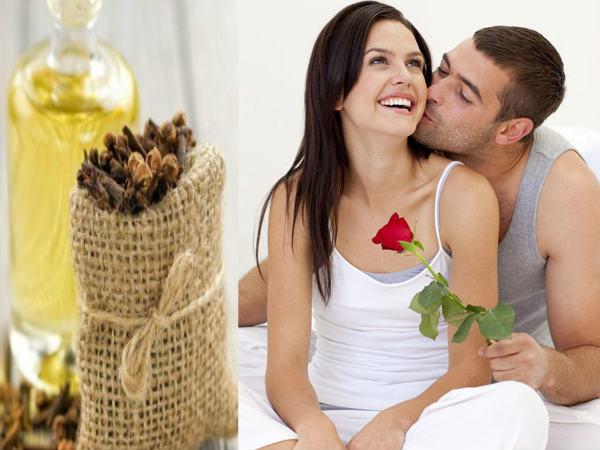 आपकी यौन उत्तेजना को बढ़ाने के लिए 8 आवश्यक तेल
