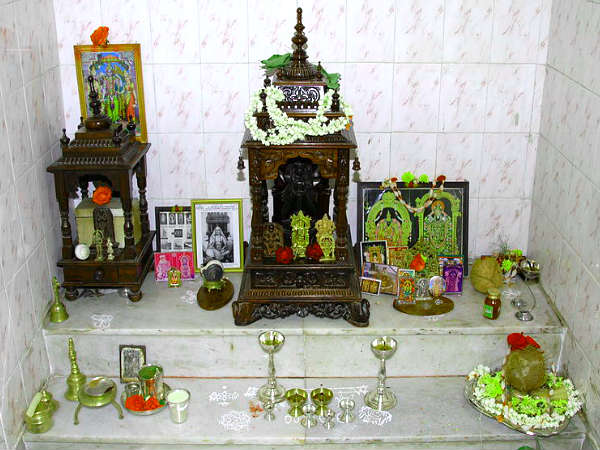 Vastu tips to decorate puja room hindi boldsky Home decoration tips in marathi