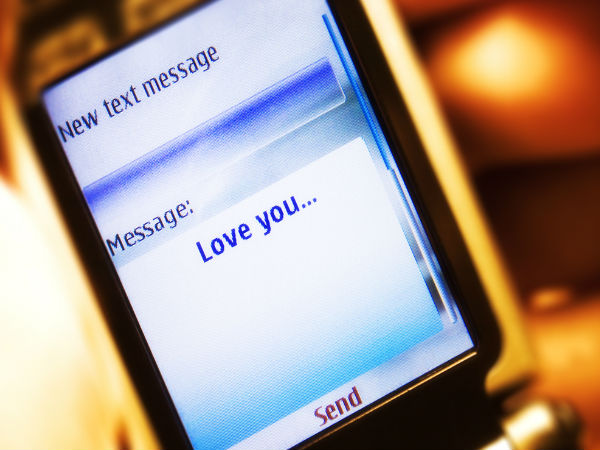 7 Text Messages You Should Never Send to Your Ex