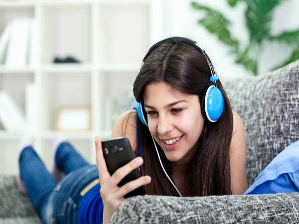 5) संगीत सुनने में अच्छा लगता है :