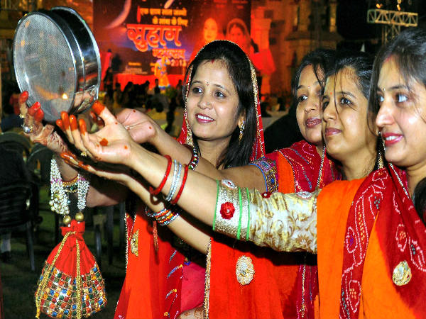 Karwa Chauth Special: If you are too fast then know the importance of Shringra, here is the complete list.puridunia.com