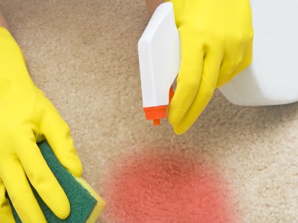 How to Remove Tomato Sauce Stains from a Carpet