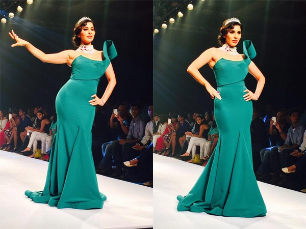 IIJW 2015: Sophie Choudry Goes Green In Rajiv Mehta Gown